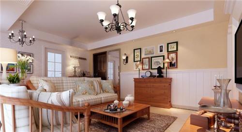 实木家具搭配条纹印花布艺沙发,家里彰显着欧式田园的清新优雅,背景墙